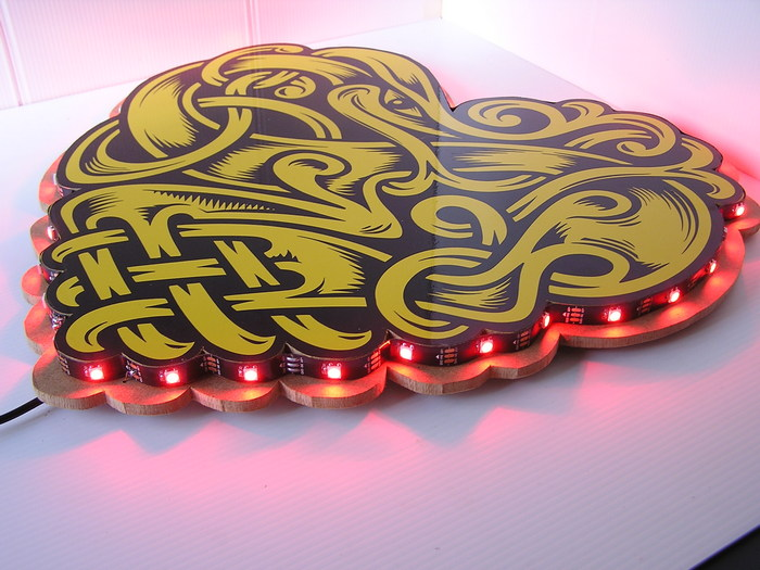.CORAZON TATOO CON LEDS 40x36cm